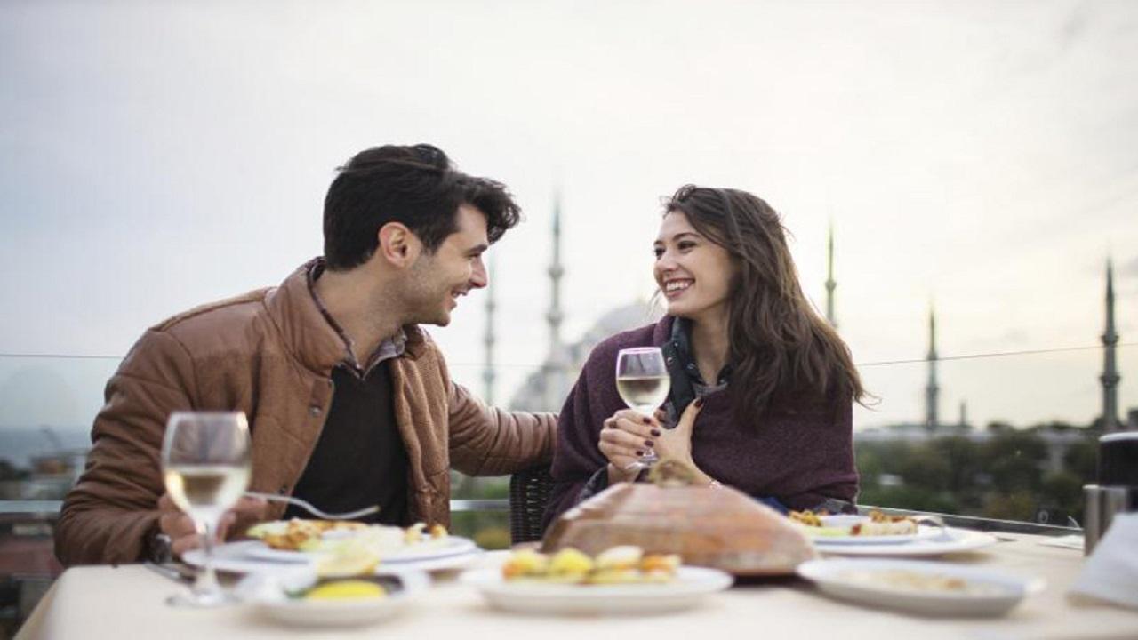Xem tuổi vợ chồng: lý do 6 cặp đôi tưởng xung khắc nhưng vẫn ăn đời ở kiếp