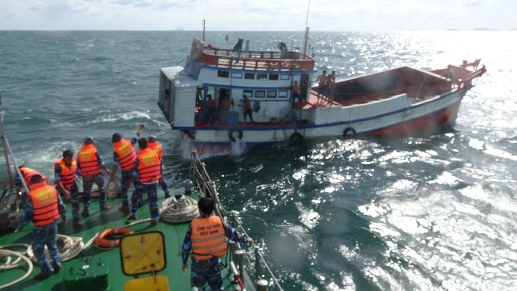 Xóa băng cướp trên biển