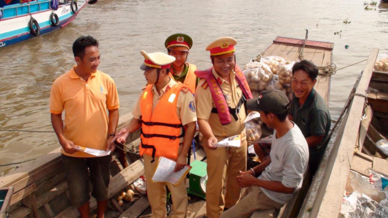 Lái thuyền ở Bắc Ninh bị phạt vì vi phạm nồng độ cồn