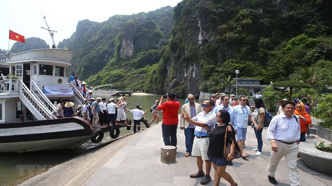 Thời sự ngày 22/02: Khách đi tàu từ vùng dịch đến Quảng Ninh không được lên bờ