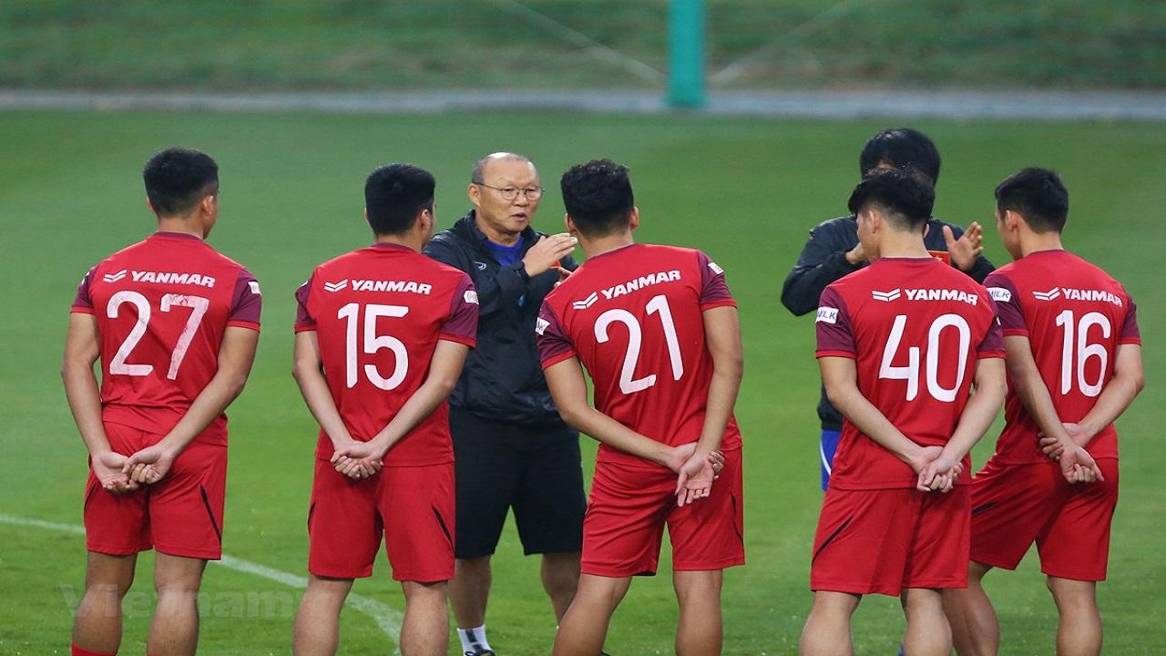 Truyền thông Hàn Quốc nhắc khéo HLV Park chuyện giảm lương