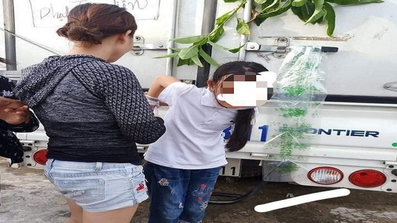 Tin 113 ngày 31/05: Công an vào cuộc vụ bé gái 12 tuổi bị cột chân, trói tay vào thùng xe tải