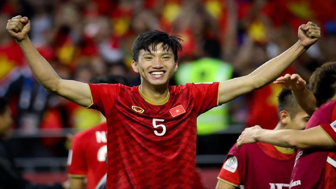 Hà Nội FC có động thái bất ngờ về tương lai Văn Hậu