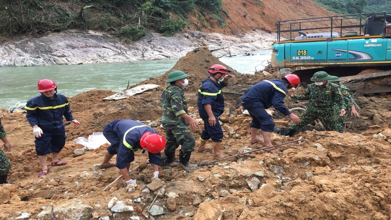 Thời sự ngày 23/11: Thi thể thứ sáu được tìm thấy ở Rào Trăng 3 sau 40 ngày bị vùi lấp
