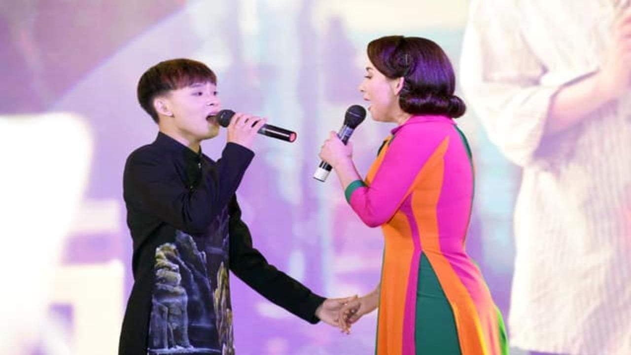 Quản lý trao lại tiền đi hát cho Hồ Văn Cường, tặng thêm 500 triệu Phi Nhung từng hứa